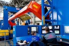 Фото 106. Панель фюзеляжа на станке автоматической клёпки