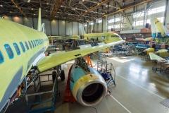 Фото 129. На шестом участке монтируют двигатели и ставят самолёт под ток. Март 2013 г.