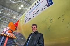 Фото 139. Владимир Лавров - главный конструктор Суперджета на фоне фюзеляжа сотого самолёта