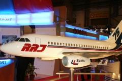 Фото 3. Модель RRJ75 на авиасалоне Dubai Airshow 2003