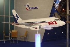 Фото 4. Модель RRJ75 на авиасалоне Фарнборо-2004