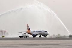 Фото 52. По традиции, когда самолёт нового типа первый раз прилетает в аэропорт, его встречают водяной аркой, через которую он должен проехать. Аэропорт Звартноц в Ереване. 19 апреля 2011 г.