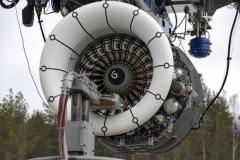 Фото 24. SaM146 на открытом испытательном стенде. Перед двигателем установлено устройство для заброса льда. Необходимо дважды попасть в одну и ту же лопатку, в одно и то же место. Апрель 2009 г.
