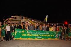 Фото 66. Сотрудники Phongsavanh Group, лаосские и российские официальные лица и пилоты перед Суперджетом в международном аэропорту Ваттай в Вьентьяне (Лаос)