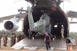 Выгрузка Ми-35М из военно-транспортного самолёта Ан-124 Руслан