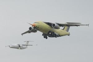 Ан-178 в первом полёте (на заднем плане - Ан-148)