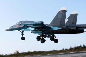 Су-34 ВКС России отправляется в боевой вылет с сирийского аэродрома Базель аль-Асад (Хмеймим) близ Латакии. 13 октября 2015 г.