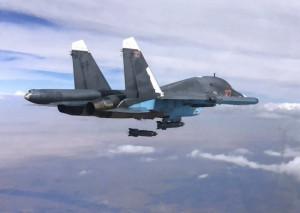 Су-34 ВКС России сбрасывает бомбу КАБ-500С по штабу группировки формирования Лива-аль Хак в провинции Ракка (Сирия). 9 октября 2015 г.